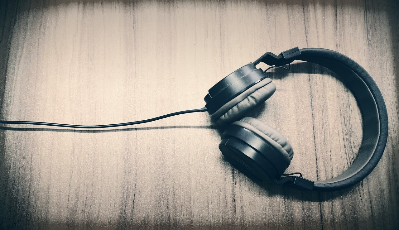 6 Best Headphones for Gaming and Music [Audiophile, Lightweight]