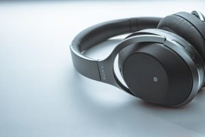 6 Best Bluetooth Headsets for Music [and Mic for Phone Calls]