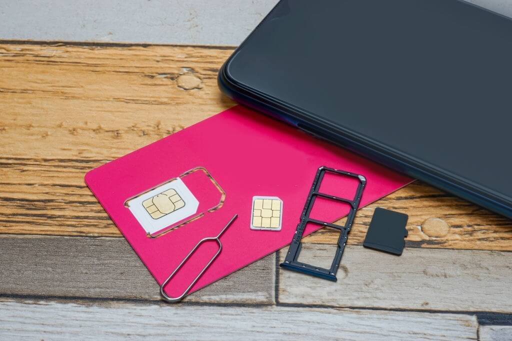 Can I Switch SIM Cards between Phones on Verizon? [Factory Unlocked Meaning]