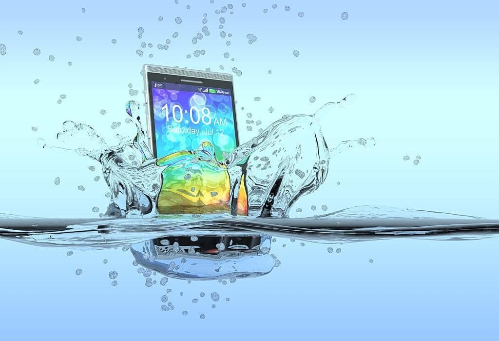 How to Get Water Out Of Your Phone With or Without Rice